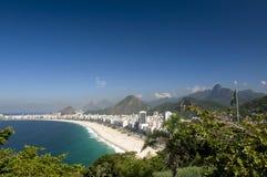 Copacabana e bandierina brasiliana e Corcovado Fotografia Stock