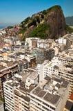 Copacabana och Favela Cantagalo i Rio de Janeiro Fotografering för Bildbyråer