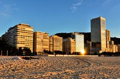 Copacabana strandbyggnader i morgonen Arkivfoto