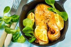 Copain cuit au four avec le citron photo libre de droits