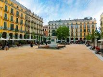 Copains, Gérone, Espagne - 5 septembre 2015 : Place ou Plaza de la Independencia de l'indépendance dans la vieille ville de Géron Images stock