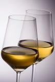 Copas de vino blancas Fotografía de archivo libre de regalías
