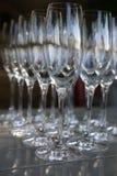 Copas de vino chispeantes Imagenes de archivo