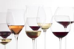 Copas de vino con el vino Imagen de archivo