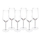 Copas de vino cristalinas en el fondo blanco Fotos de archivo libres de regalías