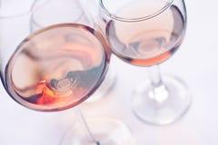 Copas de vino de Rose Imagen de archivo libre de regalías