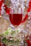 copas de vino del día de fiesta un restaurante Año Nuevo con la copa de vino Fotografía de archivo libre de regalías