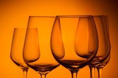 Copas de vino en azul Fotos de archivo libres de regalías