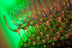 Copas de vino que brillan intensamente Foto de archivo