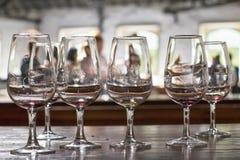 Copas de vino vacías del fondo en el chalet Nova de Gaia Fotografía de archivo libre de regalías