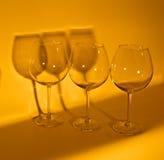 3 copas de vino vacías que hacen la sombra Fotos de archivo libres de regalías