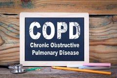 Copd, Chroniczna obstrukcyjna płucna choroba Chalkboard na drewnianym tle obrazy royalty free