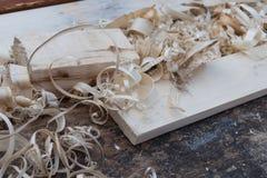 Copeaux et planches en bois frais photographie stock libre de droits