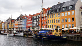 COPENHAGEN, DENMARK - MAY 31, 2017: people in open cafes of the famous Nyhavn promenade. Nyhavn a 17th century harbour Royalty Free Stock Photos