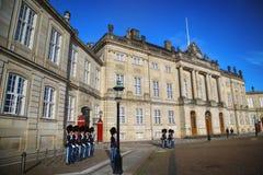 COPENHAGHEN, DANIMARCA - 15 AGOSTO 2016: Guardie di vita reali danesi fotografia stock