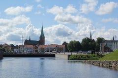 Copenhaghen, Danimarca - 22,2017 augusti: Città pacifica con il castello, la nuvola blu e la casa colourful fotografie stock