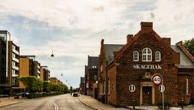 Copenhaghen, Danimarca - 2019 Vie famose con le costruzioni colourful nel vecchio centro storico di Copenhaghen denmark immagine stock libera da diritti