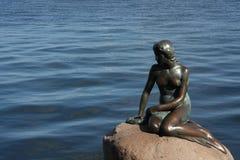 Copenhague, Danemark - 23 juillet 2016 : La statue célèbre de la petite sirène à Copenhague Images stock