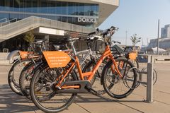 Copenhague, Danemark, octobre 2018 : Vélos de location en dehors de Dokk1 à Copenhague image libre de droits