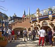 Copenhague, Danemark - touristes et visiteurs aux jardins de Tivoli Image stock