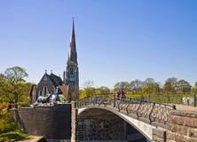 Copenhague, Dinamarca - St Alban' foun inglés de la iglesia y de Gefion de s Fotografía de archivo