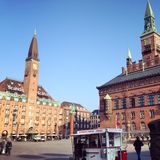 Copenhague Hotel de Ville et hôtel de Scandic Images libres de droits