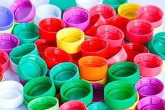 Coperchi a vite di plastica della bottiglia Fotografie Stock