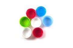 Coperchi a vite di plastica della bottiglia isolati Fotografie Stock Libere da Diritti