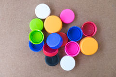 Coperchi a vite di plastica della bottiglia usati Fotografie Stock Libere da Diritti