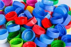 Coperchi a vite di plastica variopinti della bottiglia Fotografia Stock