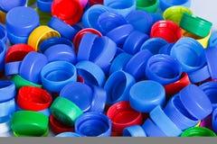 Coperchi a vite di plastica variopinti della bottiglia Fotografie Stock Libere da Diritti