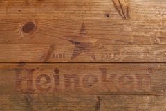 Coperchio di una scatola di legno di birra di Heineken immagini stock libere da diritti