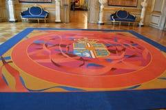 Coperta con la stemma in Royal Palace Fotografia Stock