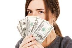 Copertura della donna il suo fronte con le fatture del dollaro Fotografie Stock Libere da Diritti