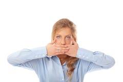 Copertura della donna la sua bocca con le sue mani Fotografia Stock