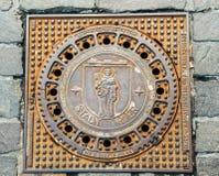 Copertura di botola di Treviri Treves con l'emblema della città Immagine Stock Libera da Diritti