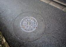 Copertura di botola a Tokyo Fotografia Stock