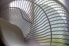 Copertura di fan, fan, pale di plastica elettroventola, congelatore, situato dalla finestra immagini stock