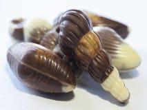 Coperture alte vicine della frutta del mare del nougat del chocholate di macro su backgr bianco Fotografia Stock Libera da Diritti