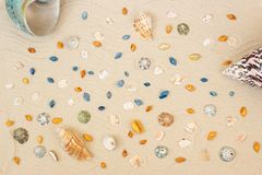 Coperture del mare con la sabbia come priorit? bassa Disposizione piana Vista superiore fotografie stock libere da diritti