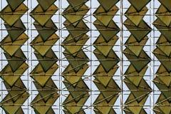 Coperture del tetto e linee di griglia simmetricamente modellate fotografia stock libera da diritti