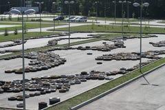 Coperture di Autotire su asfalto Immagine Stock