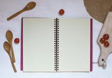 Copi i dolciumi della ciliegia e del libro sulla tavola bianca Fotografia Stock Libera da Diritti