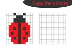 Copi l'immagine, l'arte del pixel, fumetto della coccinella, pareggiante l'addestramento di abilità, gioco di carta educativo per illustrazione di stock