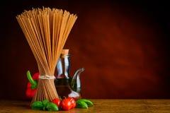Copi la pasta degli spaghetti di Brown dello spazio Fotografia Stock