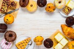 Copi la struttura dello spazio con i dolci, i biscotti e l'alimento del dessert Fotografie Stock Libere da Diritti
