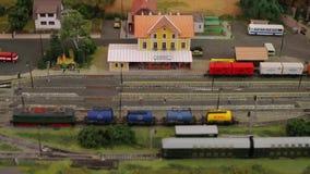 Copia modelo, reducida de la estación de tren almacen de video