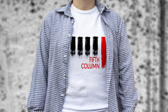 Copie de cinquième colonne sur le T-shirt photo libre de droits