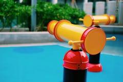 Copie el espacio y el foco selectivo en la regadera colorida en parque del agua Imagen de archivo libre de regalías