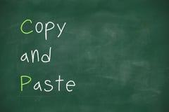 Copie et pâte écrites sur le tableau noir Images libres de droits